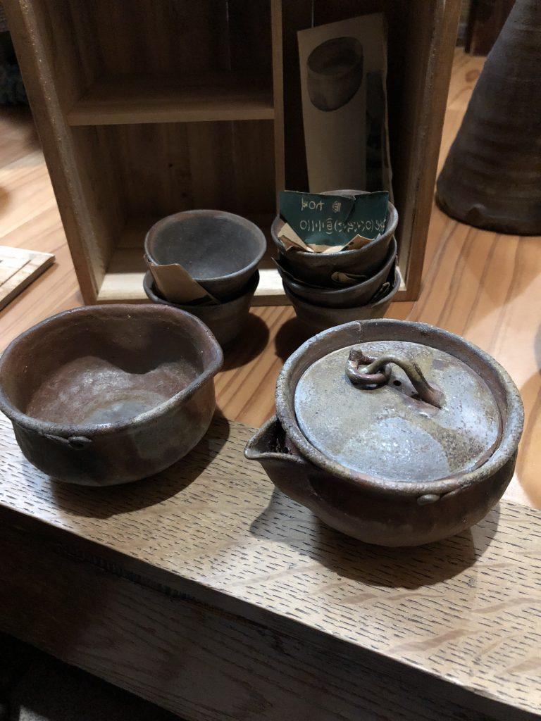 【岡山県倉敷市】壺×10点くらい(箱なし)・お茶碗&急須セットなどのお買取りをいたしました。