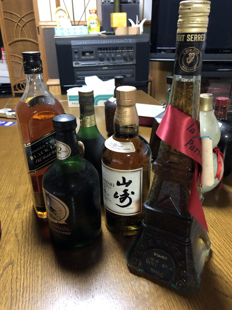 【山口県長門市】酒瓶、掛け軸、置物、絵画、茶碗などのお買取りをいたしました。